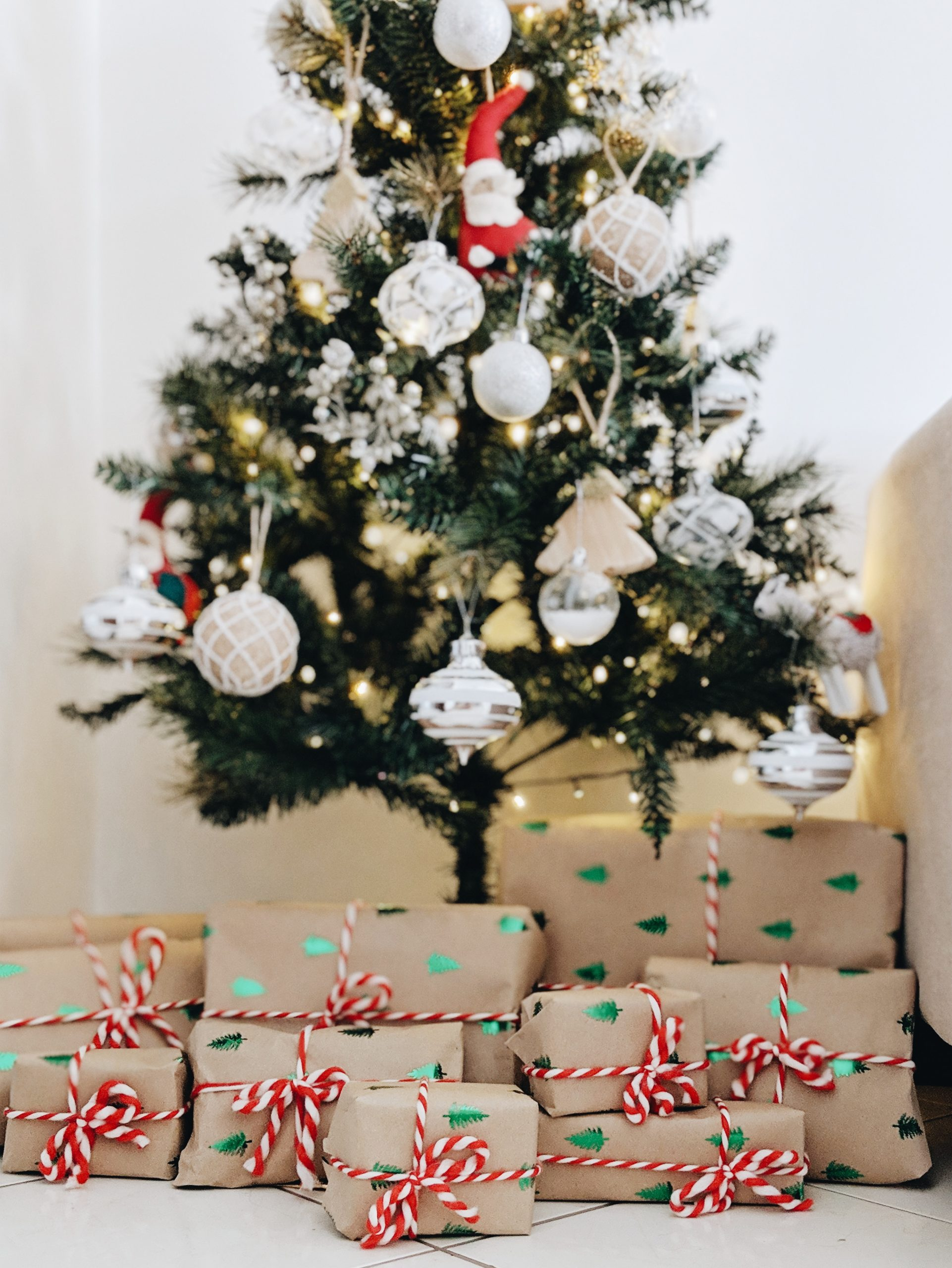christmas tree with wrapped presents